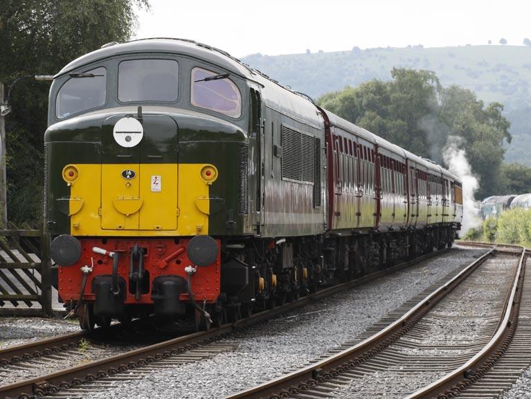 class-25-D8-penyghent-peak-rail