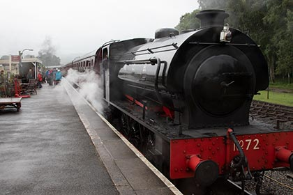 no72 pulls into rowsley south